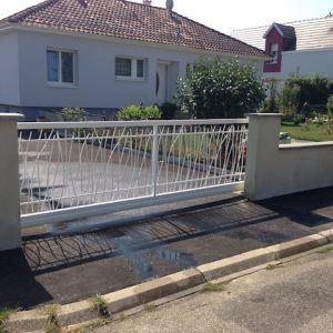 Photo 3 portail auto porté extérieure style roseau alu